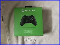 Xbox One Bundle 5 Games, Two Conrollers, Rechargable battery and All Cables